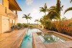 Terraza exótica con palmeras