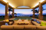 Terraza asiática con sofás de ratan
