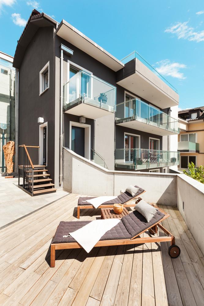 Terraza minimalista con hamacas fotos para que te for Techos para terrazas minimalistas