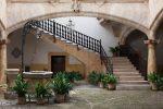 Terraza clásica con escalinata