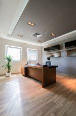 Amplio despacho minimalista