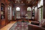 Despacho clásico con alfombra persa