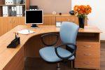 Despacho ecléctico con predominio de madera