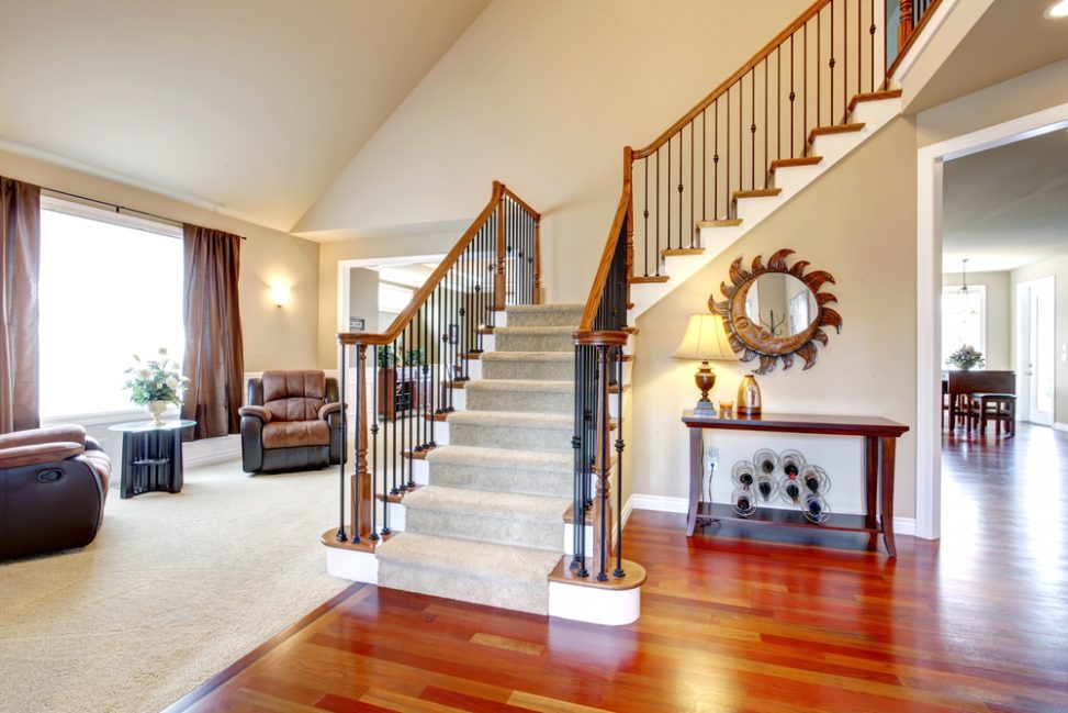 Escalera cl sica en ele fotos para que te inspires for Escalera madera decoracion