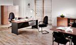 Oficina minimalista con suelo de parquet