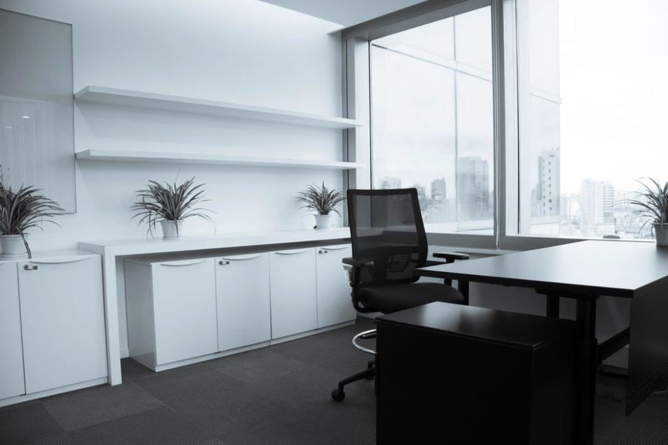 Oficina moderna blanco y negro fotos para que te inspires for Oficina tradicional y moderna