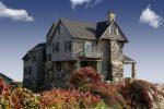 Casa de campo con fachada de piedra y madera