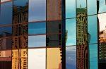 Fachada moderna de espejos
