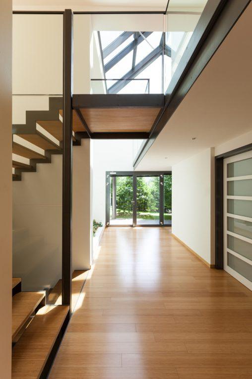 Fotos de escaleras flotantes insp rate y coge ideas - Tarima flotante negra ...