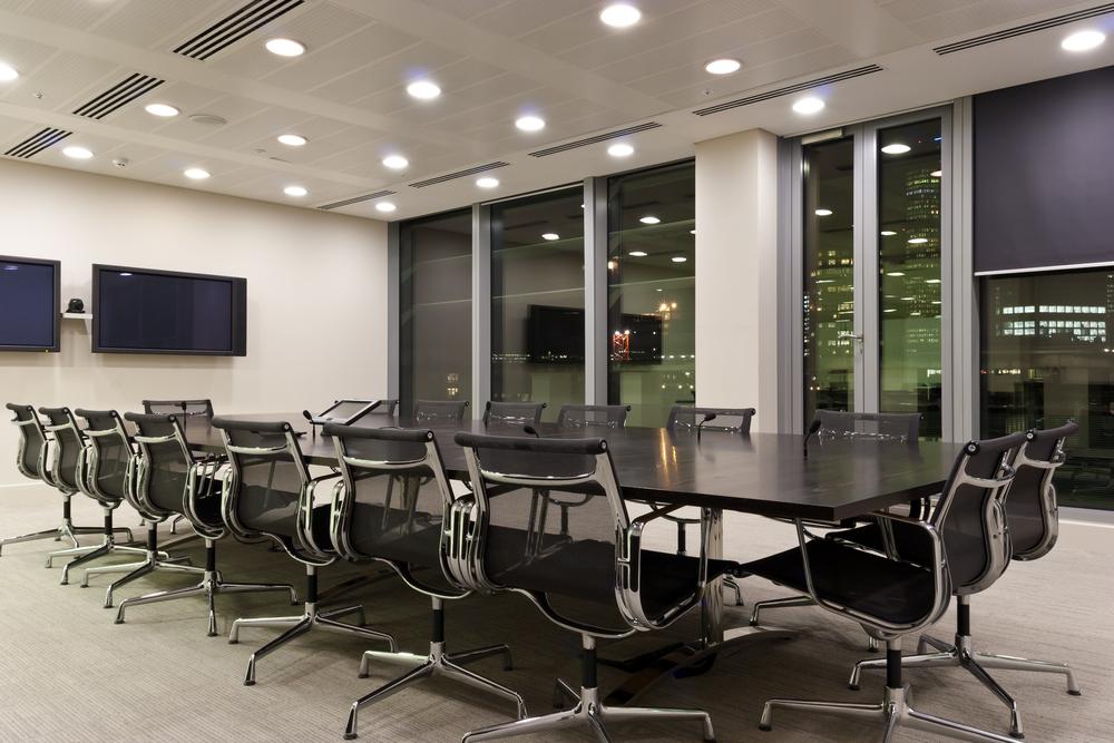 Sala de reuniones moderna con focos empotrados fotos para for Sala de reuniones