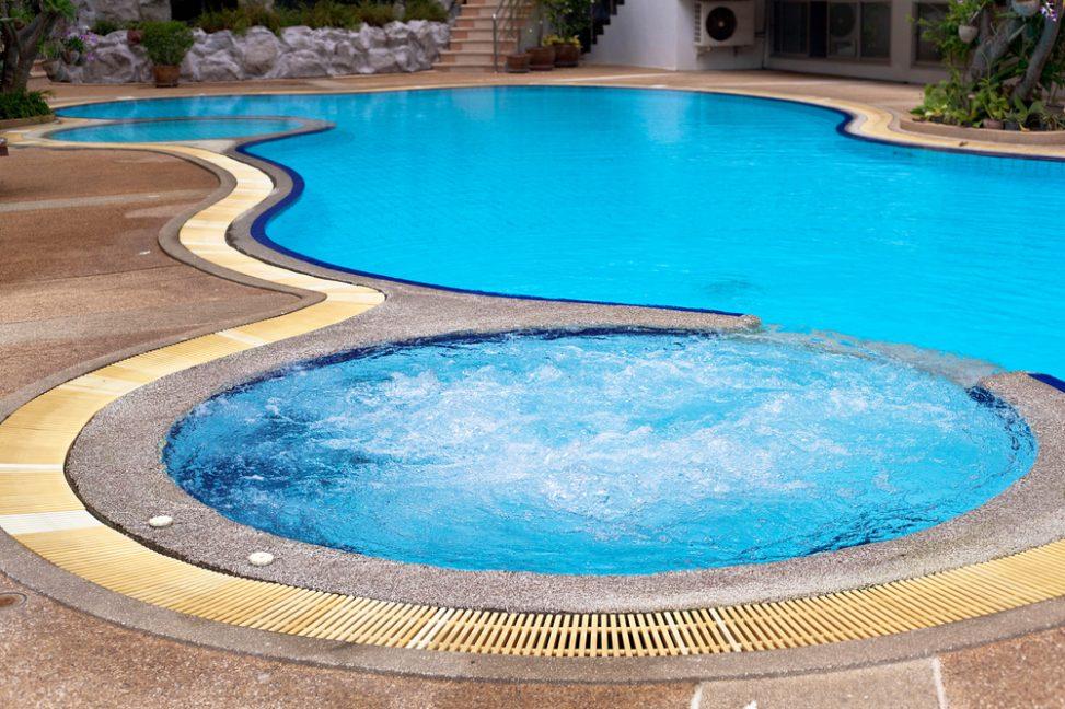 Piscina redonda con azulejos azules fotos para que te inspires 3presupuestos - Azulejos piscinas ...
